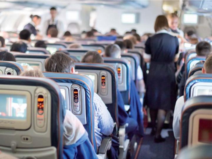 Necítíte se po delší cestě letadlem ve své kůži? Možná víme proč…