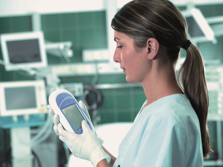 cobas® POC IT solution: Nemocniční sítě přístrojů POC – účinná správa a kontrola